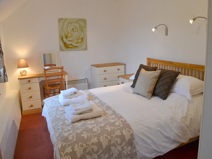 Heron Cottage Kingsized Double Bedroom at Robin Hill Farm Cottages