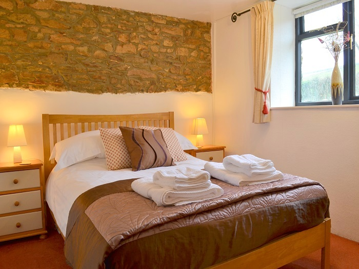 Kingfisher Cottage Double Bedroom at Robin Hill Farm Cottages