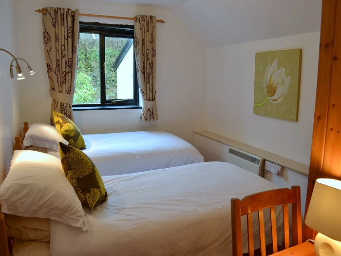 Heron Cottage Twin Bedroom at Robin Hill Farm Cottages